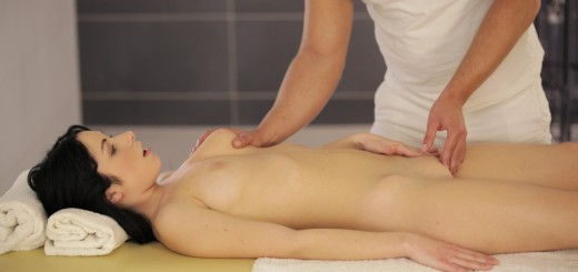 Nubile Films Luna Ora in Hot Oil Massage