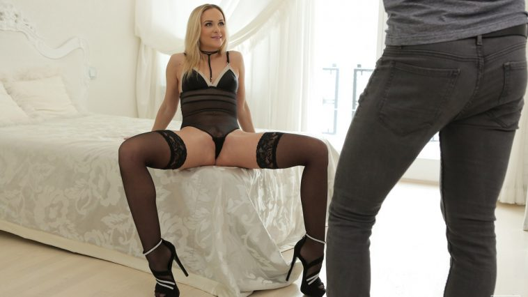 Vinna Reed in Come Here 5