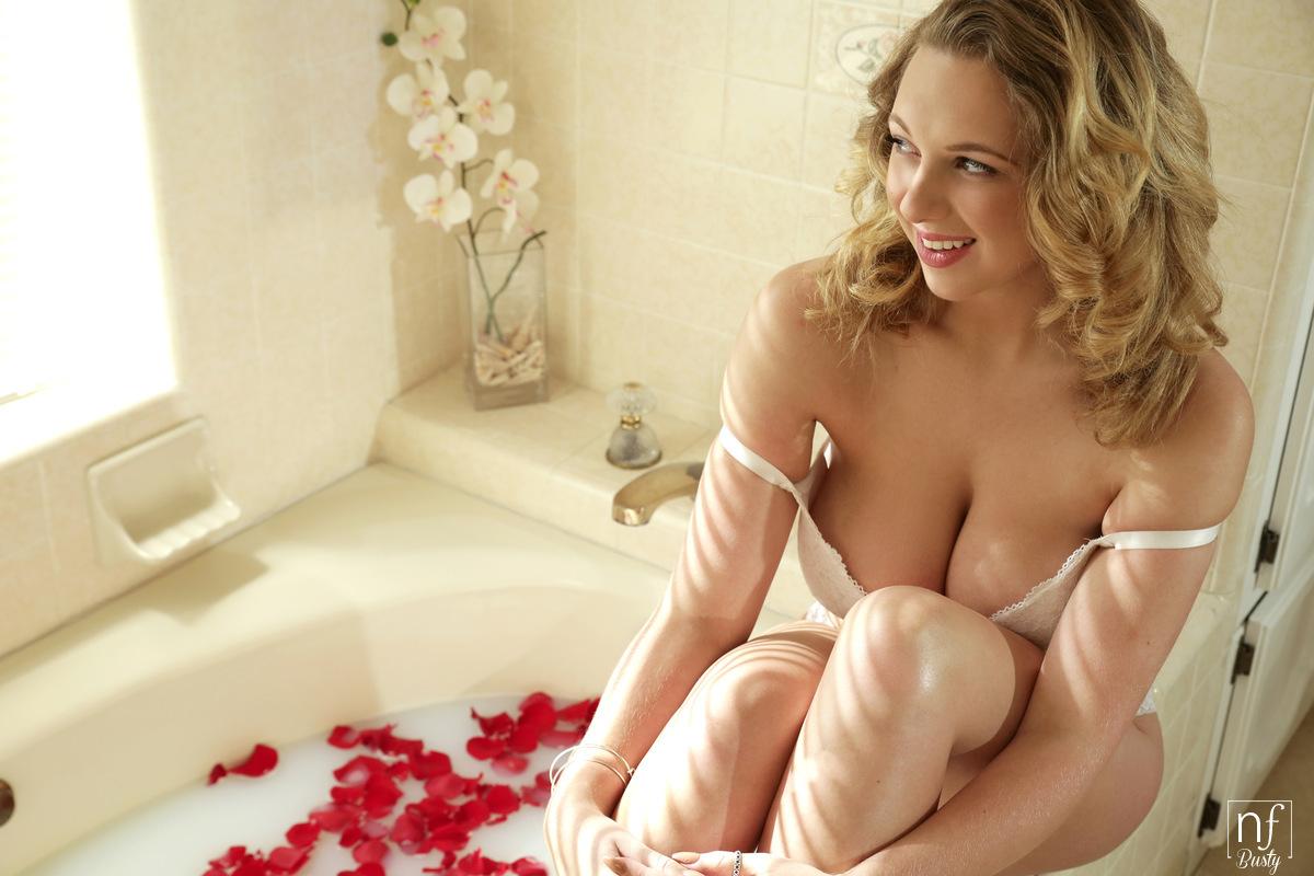 Nf Busty Brooke Wylde in Bathing Beauty with Ryan Driller
